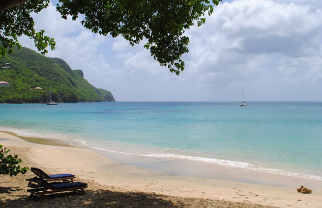 RoamRight shares these tips for Island Hopping in St. Vincent and the Grenadines
