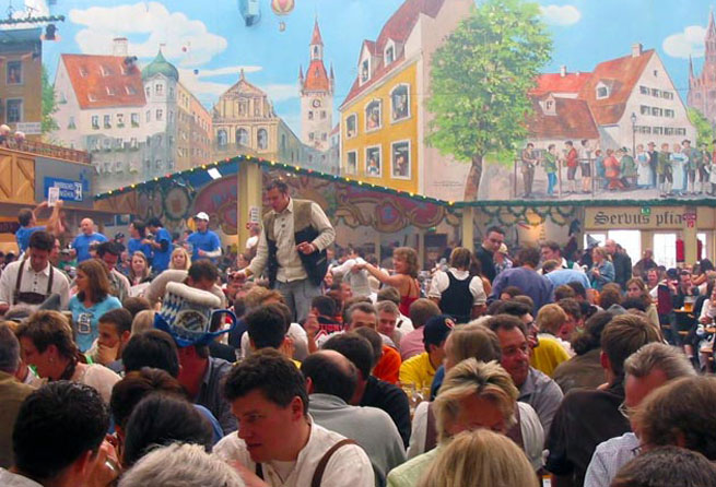 RoamRight shares these Tips For First Time Visitors To Oktoberfest