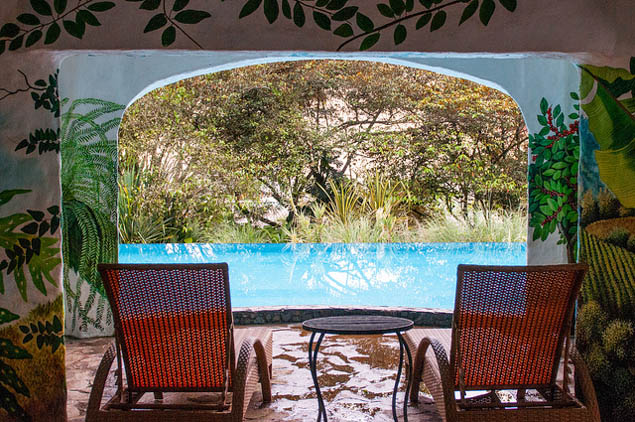If you think adding a touch of luxury to your Costa Rica trip is out of reach, think again with these hot tips.