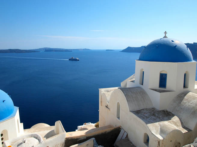 RoamRight gives these tips on Island Hopping in Greece