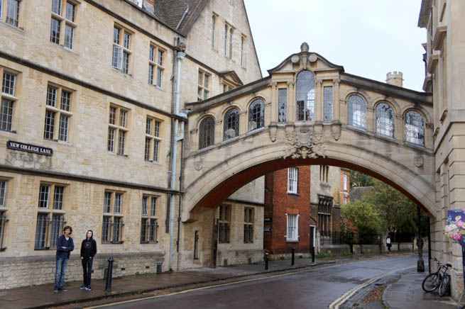 Oxford is a city in central southern England. It is the county town of Oxfordshire and forms a district within the county. CT