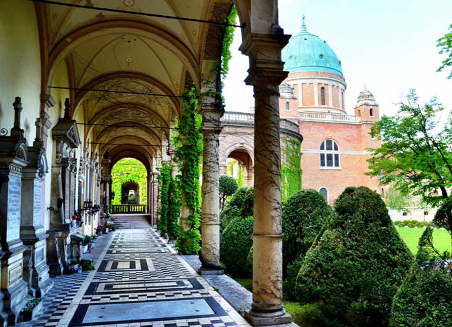 The Mirogoj Cemetery is a cemetery park that is considered to be among the more noteworthy landmarks in the City of Zagreb. CT
