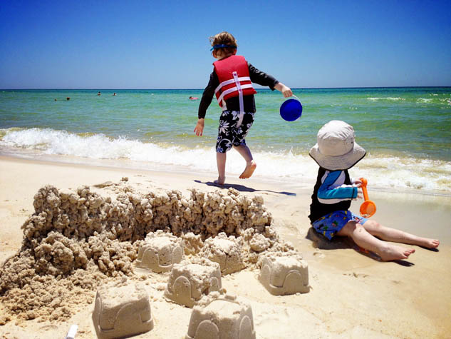 Start your next family trip to the beach on the right foot with these great packing tips.