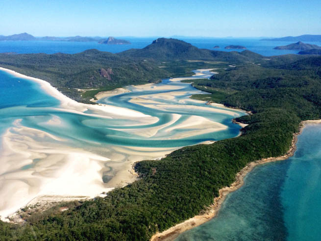 Whitsunday Islands are a collection of continental islands of various sizes off the central coast of Queensland, Australia CT