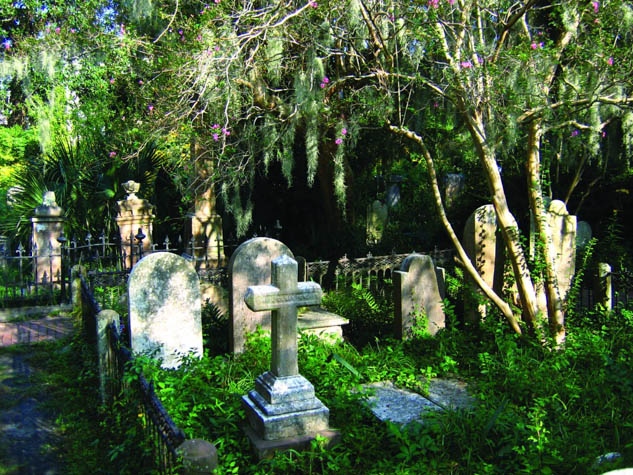 Explore the spooky side of Charleston, South Carolina and be sure to include these fun experiences!
