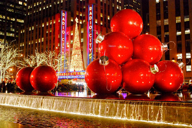 Enjoy the holidays in New York, but use these tips from a local to REALLY see the best of the city and avoid crowds.