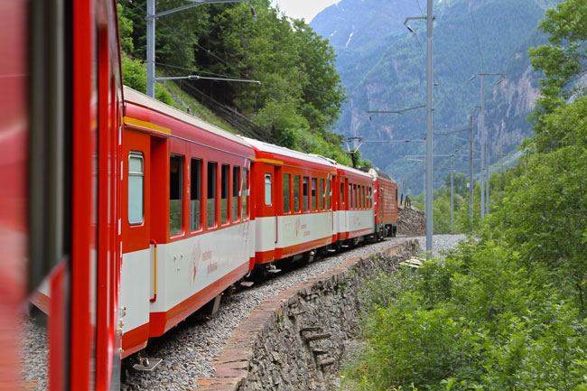 Follow these tips to give your travelers a great train vacation.